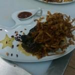 Стейк из ошейка с карамелизированным луком на подложке из картофельного пюре