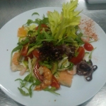 Салат с авокадо, семгой и сыром Рокфор