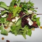 Салат с вялеными помидорами и сыром «Рокфор»
