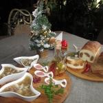 Студень из домашнего мяса с хреном собственного приготовления, а также хлеб из настоящей печи