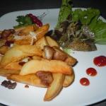 Картофель запеченный с чесноком и шкварками