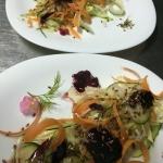 Овощной салат с фермерской капустой и семенами льна